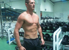 watch this hot hunk dude in the gym